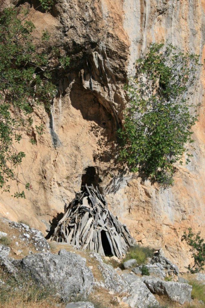 Ein Cuile - eine aus Ästen gebaute Hirtenhütte im Supramonte Sardiniens